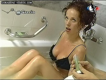 Victoria Onetto hot lingerie in the tub